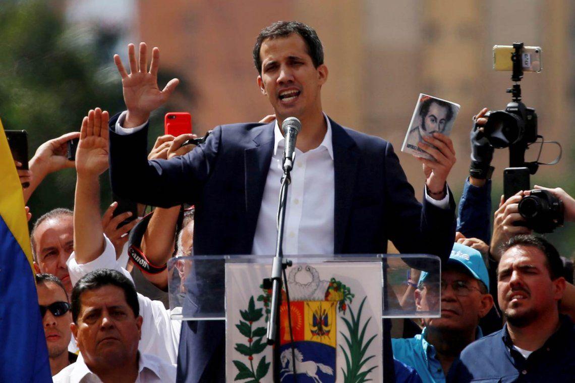 Guaidó amenazó a los militares que bloquean ayuda humanitaria: Es casi genocida