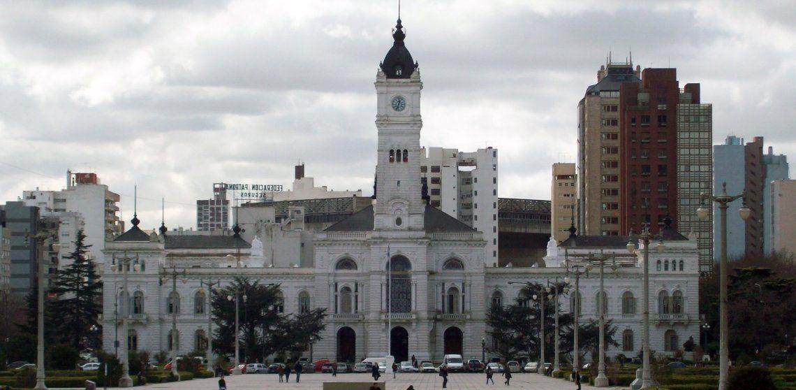 Ante las críticas, dieron marcha atrás con el polémico código de vestimenta de La Plata