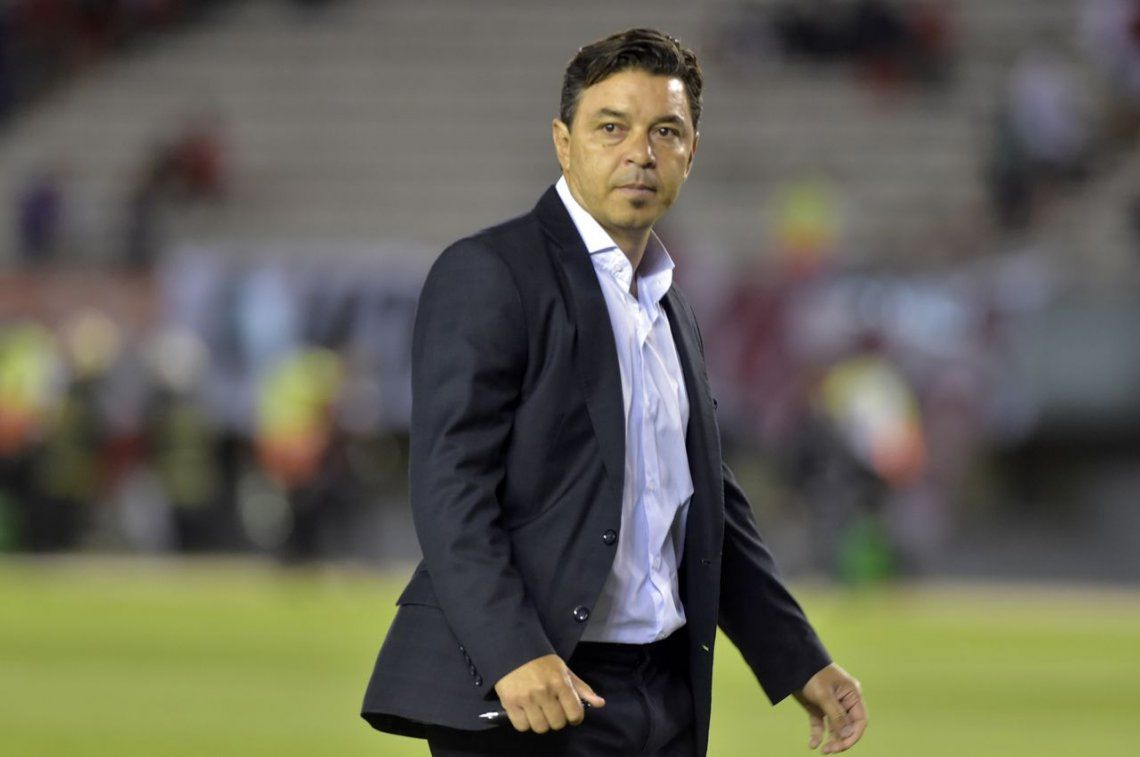 Gallardo pasa su día en Ezeiza donde prepara un equipo alternativo para el domingo
