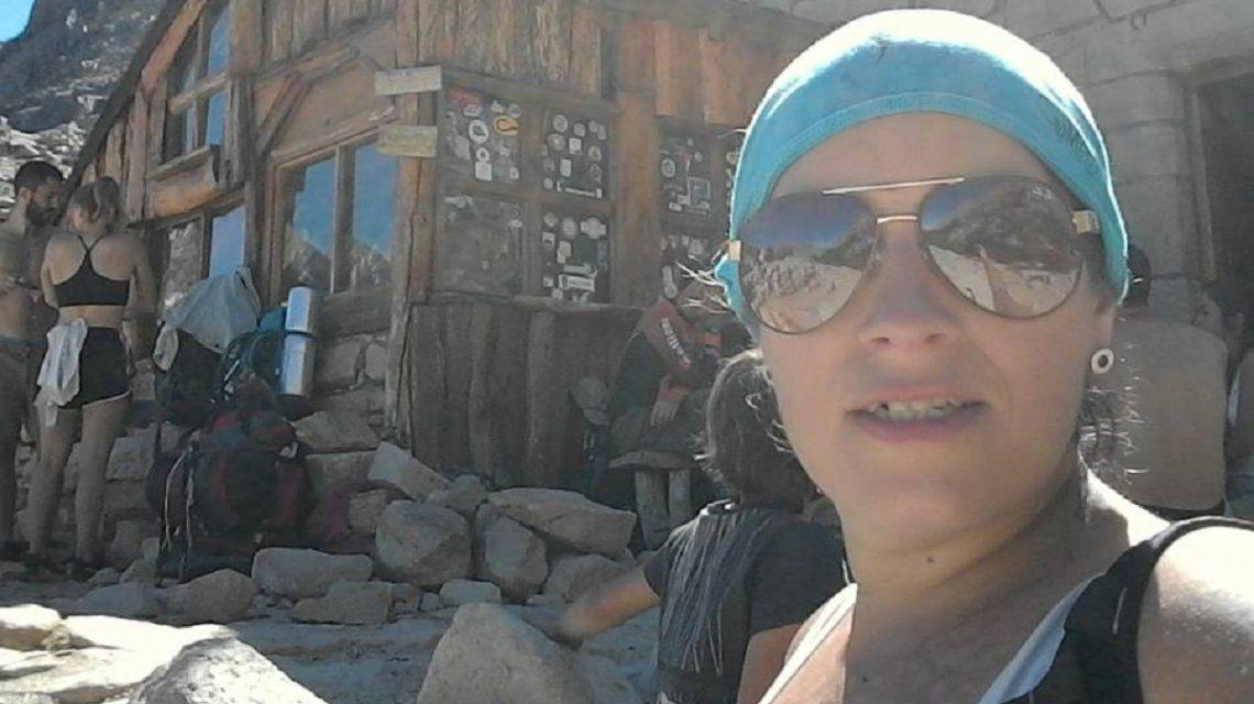 Una mujer fue asesinada en los jardines de la Catedral de Bariloche: buscan a su ex pareja