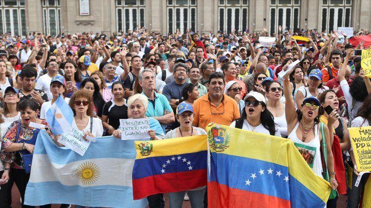 Más de 70 mil venezolanos llegaron al país el último año