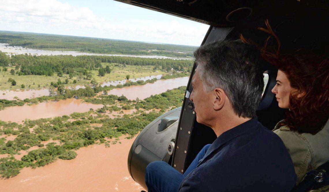 Mauricio Macri sobrevoló las zonas afectadas por las inundaciones y se reunió con productores locales
