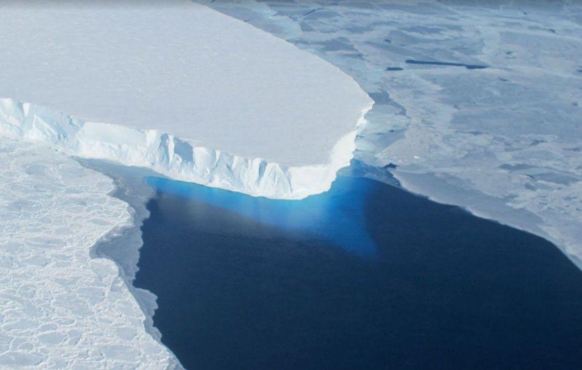 La NASA anticipó que se desprenderá un iceberg gigante de la Antártida