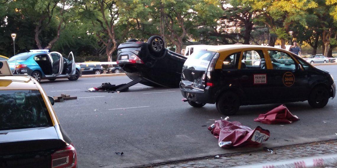 Un auto chocó a taxis estacionados en Palermo: dos muertos y cuatro heridos