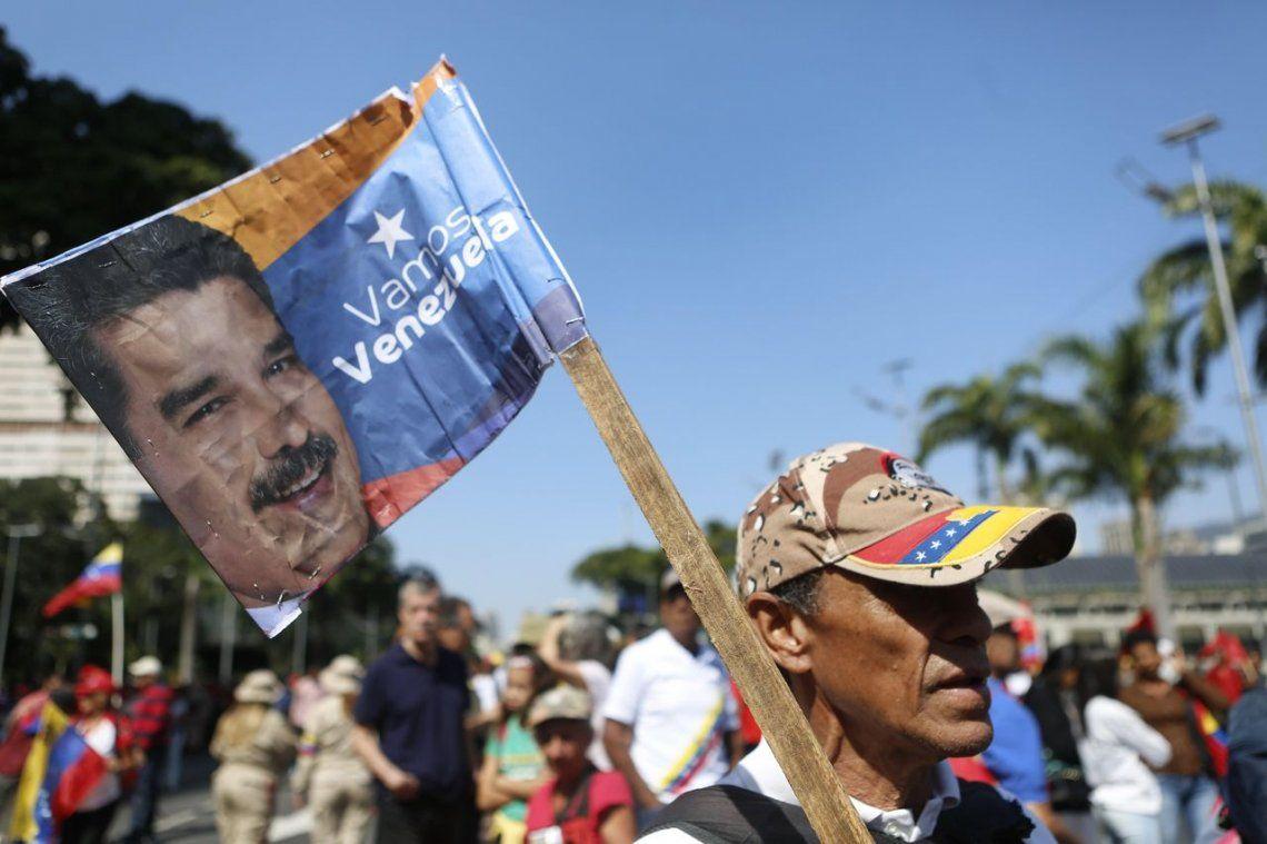 #2Feb   Venezuela dividida: multitudinarias marchas en contra y a favor de Nicolás Maduro a 20 años de la asunción de Hugo Chávez