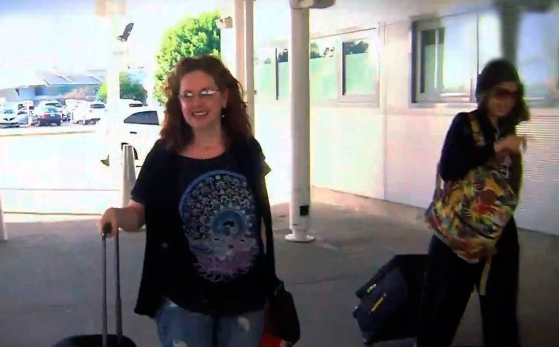 Andrea y Anna en el aeropuerto