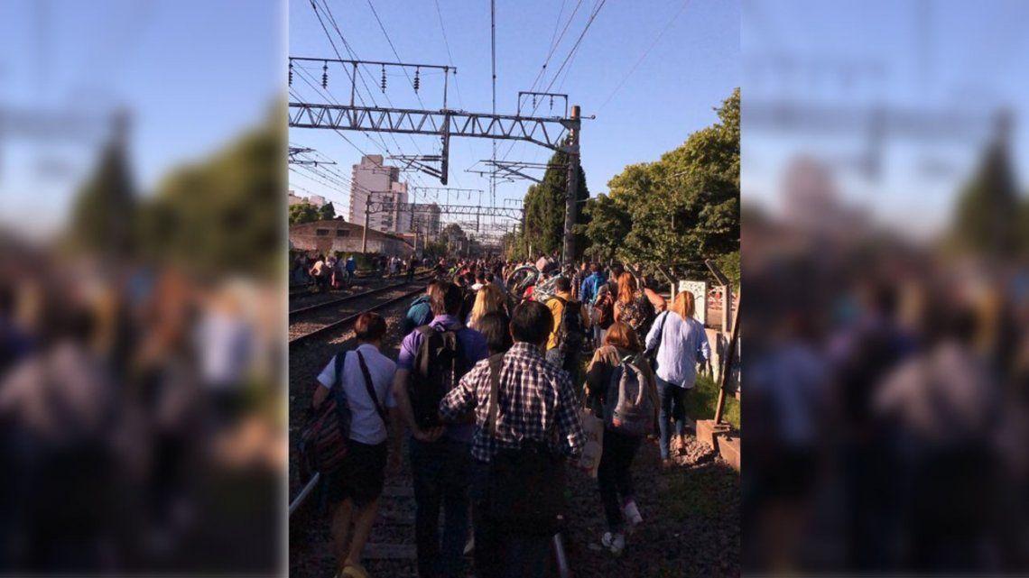 Tren Roca: dos personas se electrocutaron cuando viajaban en el techo de una formación