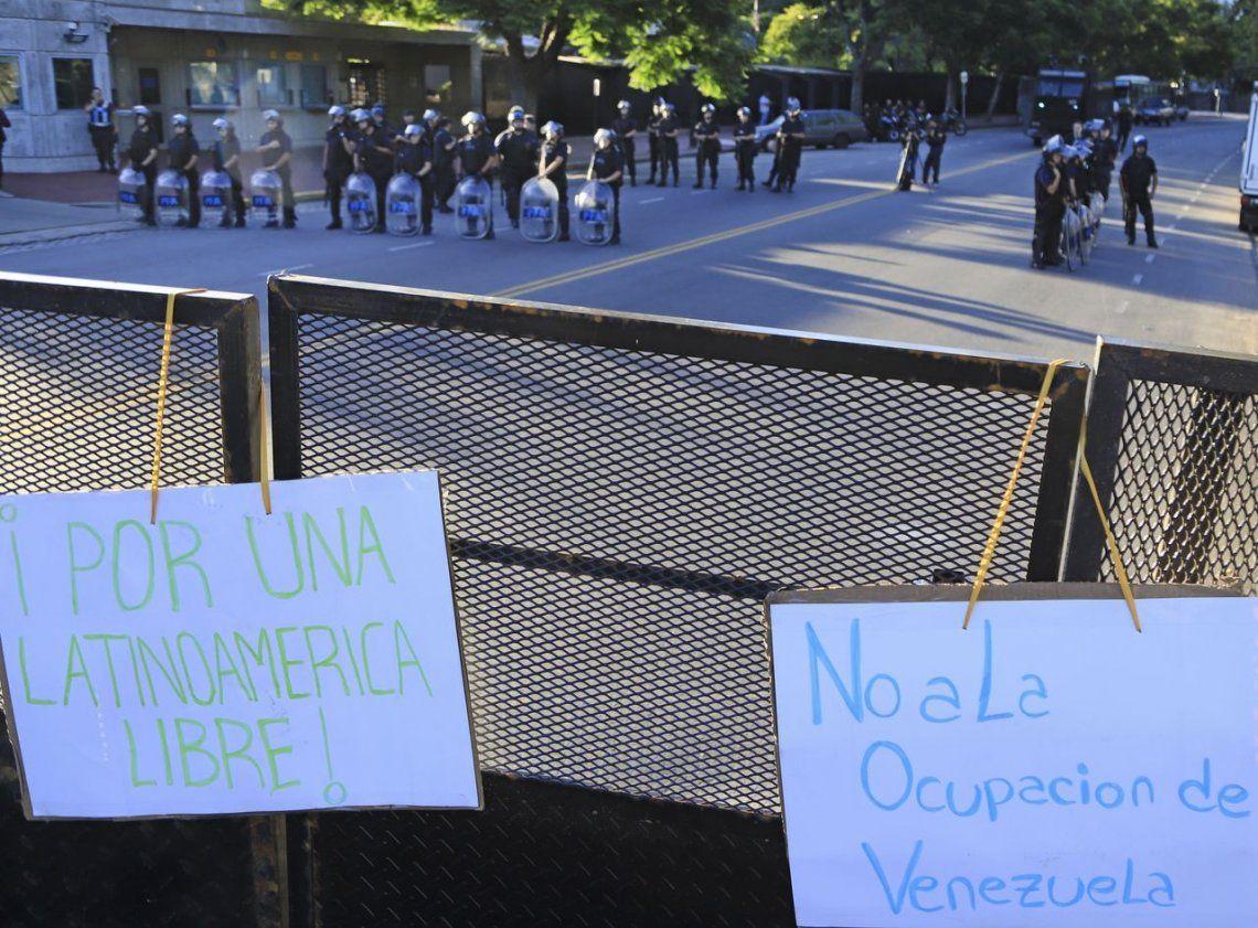 Venezuela en Crisis: marcharon a favor de Nicolás Maduro hasta la embajada de Estados Unidos
