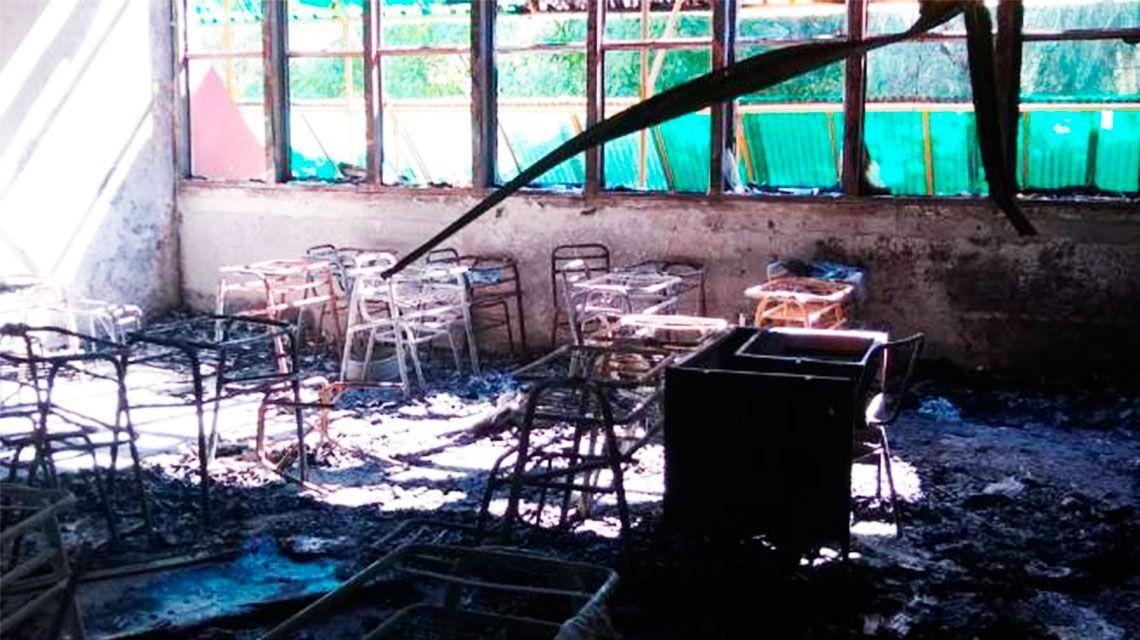 General Roca: un grupo de adolescentes prendieron fuego una escuela