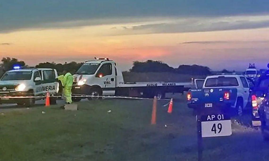 Locura y muerte en la autopista Rosario-Santa Fe: un hombre provocó un choque en cadena, robó una camioneta y se mató a cuchilladas