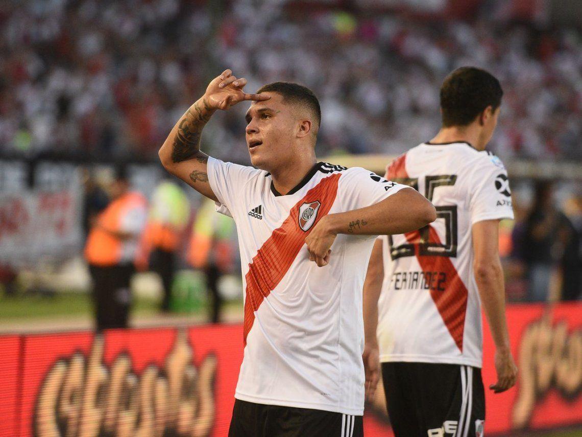 River: el inolvidable tiro libre de Juanfer Quintero que hizo trending topic a Riquelme