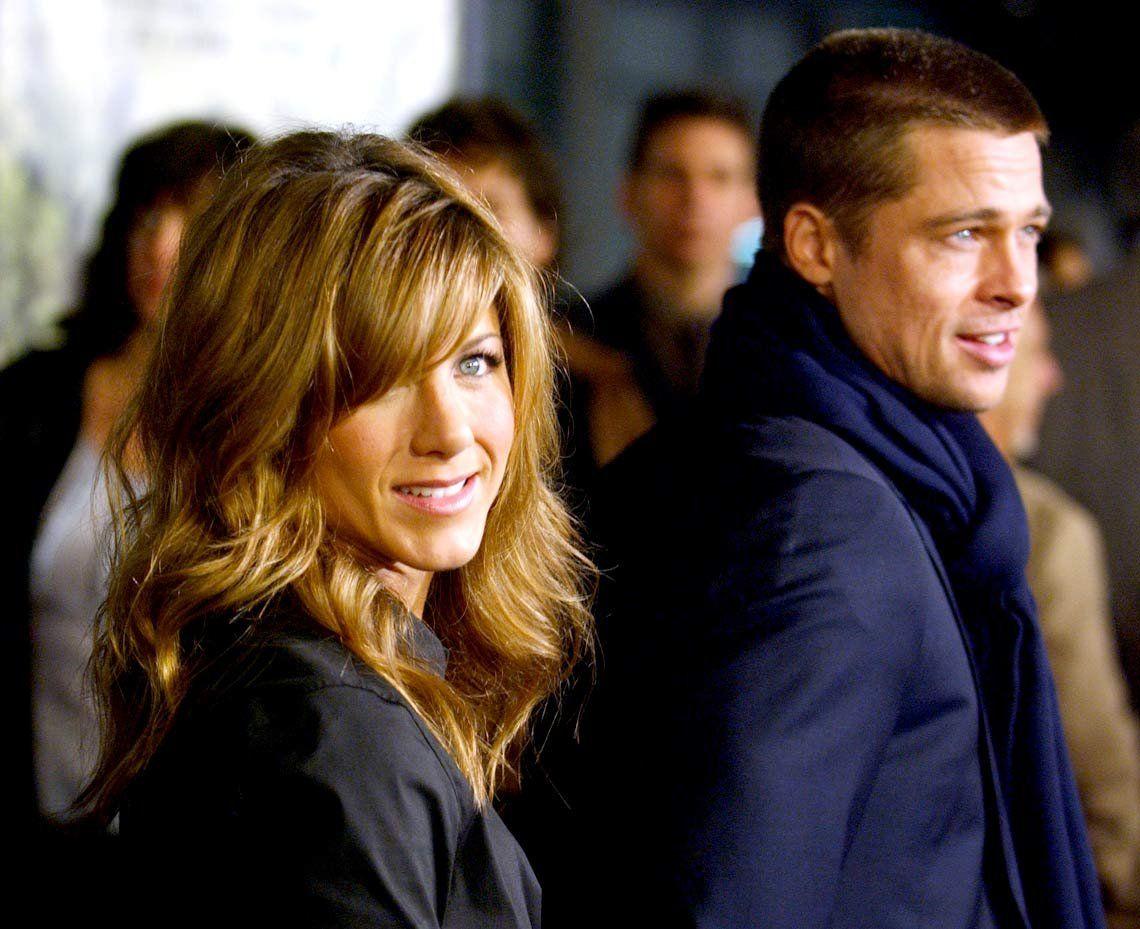 Jennifer Aniston con Brad Pitt en la premiere de Mi novia Polly (2004)
