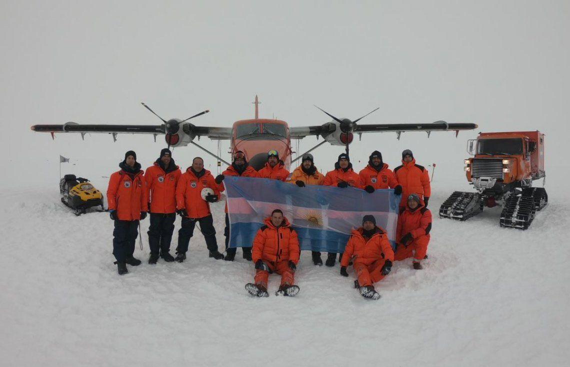 Unen en avión por primera vez la base Marambio con la Belgrano II