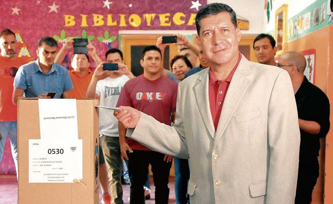dSergio Casas vota el día de la consulta popular.