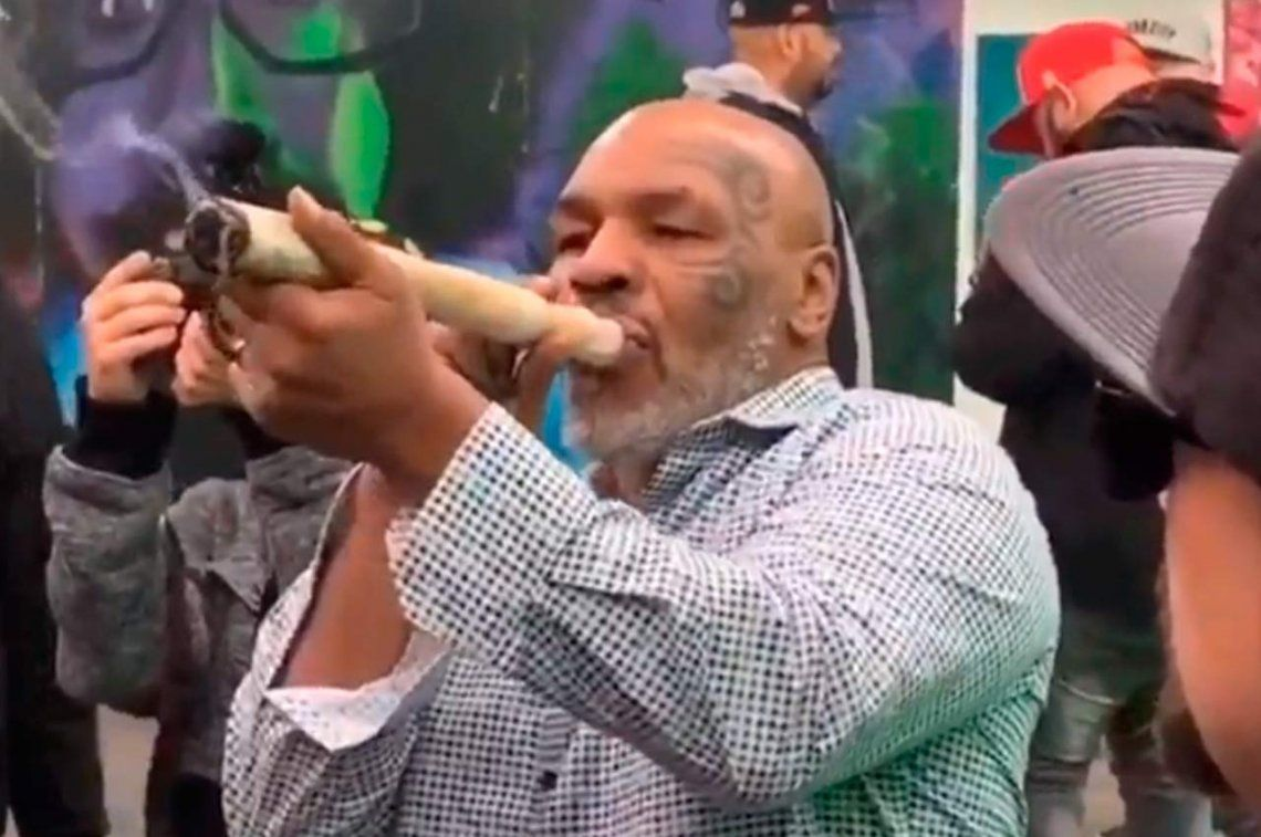 Mike Tyson usaba un pene falso y la orina de sus hijos para superar el control antidoping