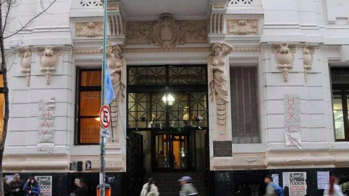 Separaron al profesor del Carlos Pellegrini denunciado por acoso