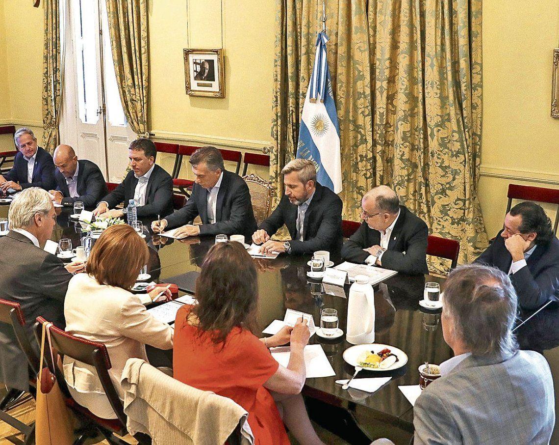 dEl tema de la pobreza fue motivo de análisis en la reunión de gabinete que tuvo lugar ayer en la Rosada.