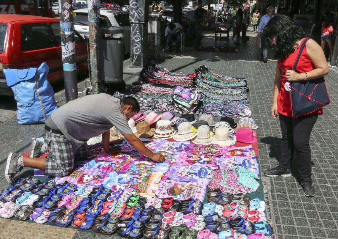 Creció un 252% la venta ilegal en las calles porteñas y el conurbano