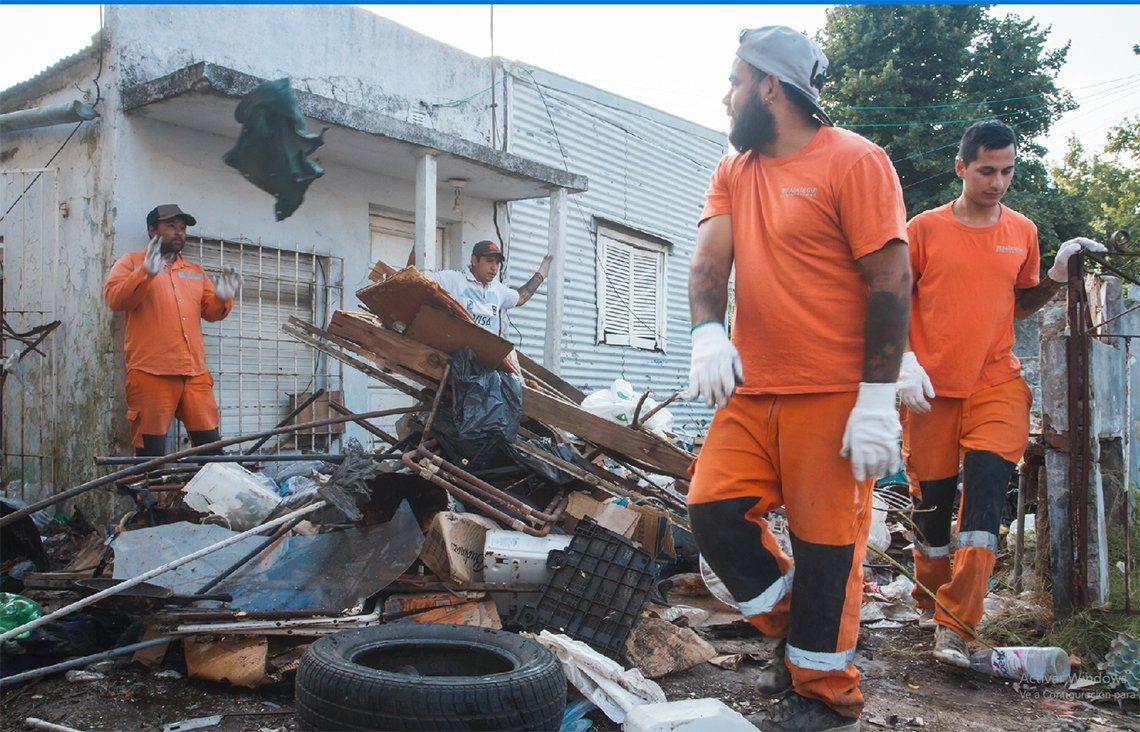 Berazategui: limpiaron la casa de un acumulador de basura