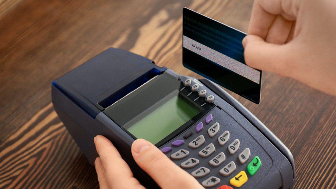 Las tarjetas de crédito cobran tasas de hasta un 224 por ciento