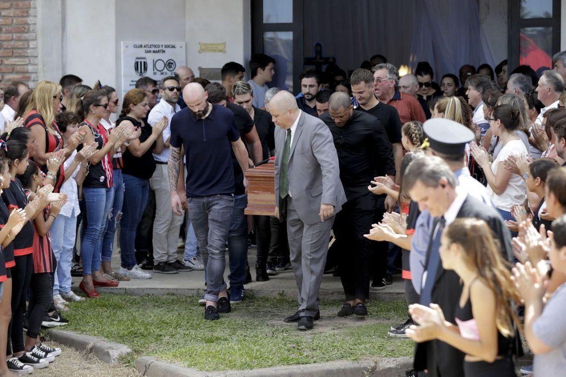 Emiliano Sala: tras el íntimo funeral en Progreso, trasladan el cuerpo a Santa Fe para cremarlo