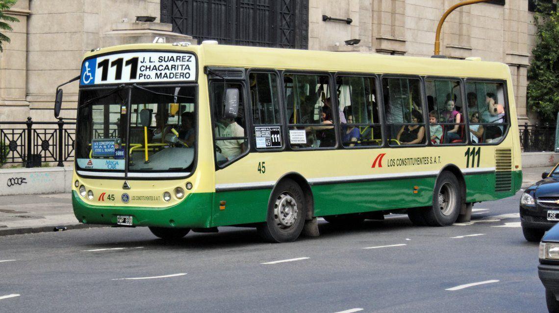 Aumento en el transporte: este viernes vuelve a subir el boleto de colectivos y trenes
