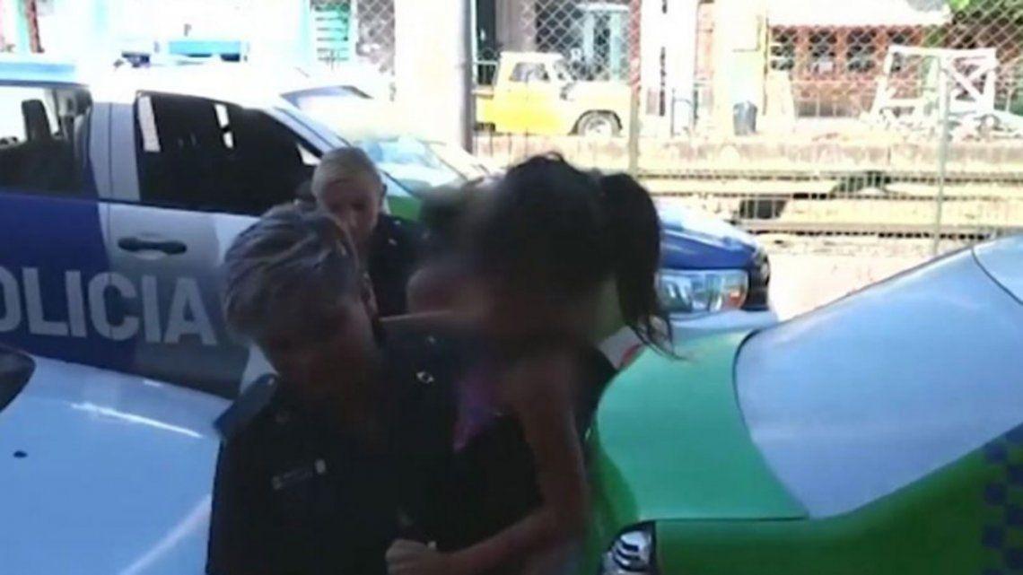 Resultado de imagen para Conoció a un hombre por Facebook y viajó a verlo: la secuestraron, la violaron y la obligaron a prostituirse delante de su hija