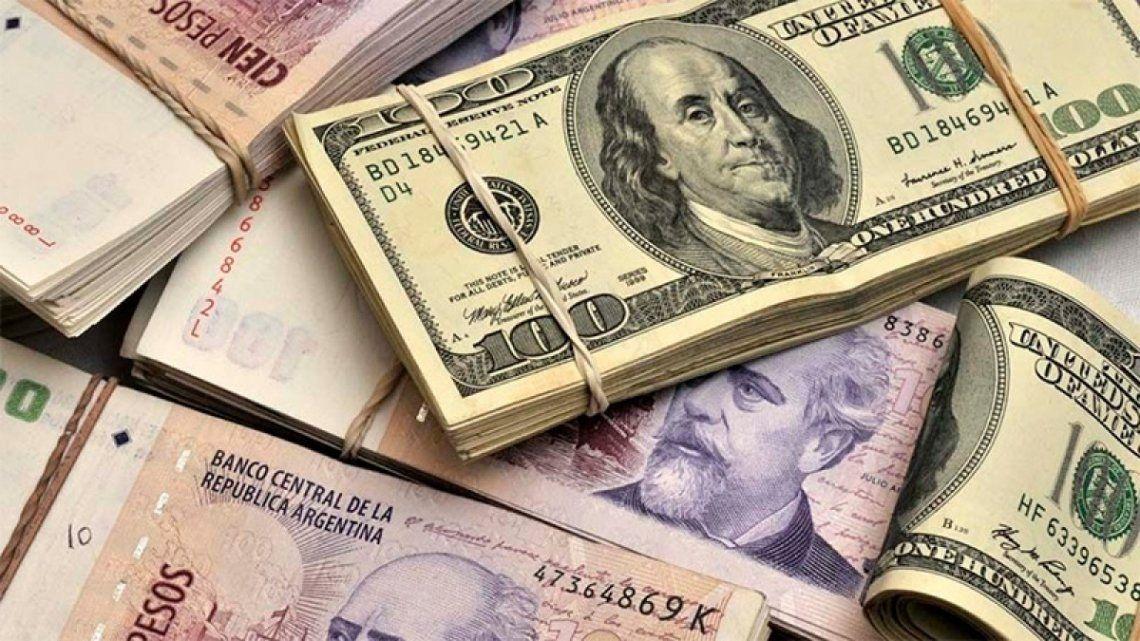 El dólar bajó dos centavos en una jornada inestable