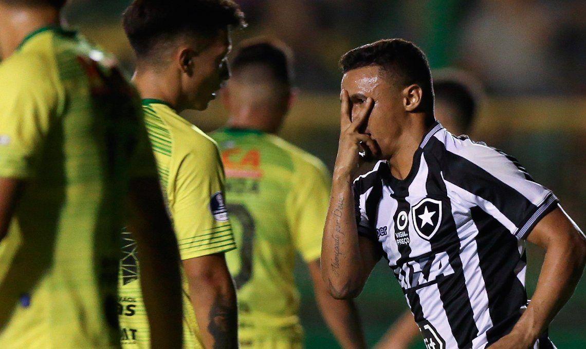 Defensa y Justicia perdió por goleada ante Botafogo y se despidió de la Copa Sudamericana