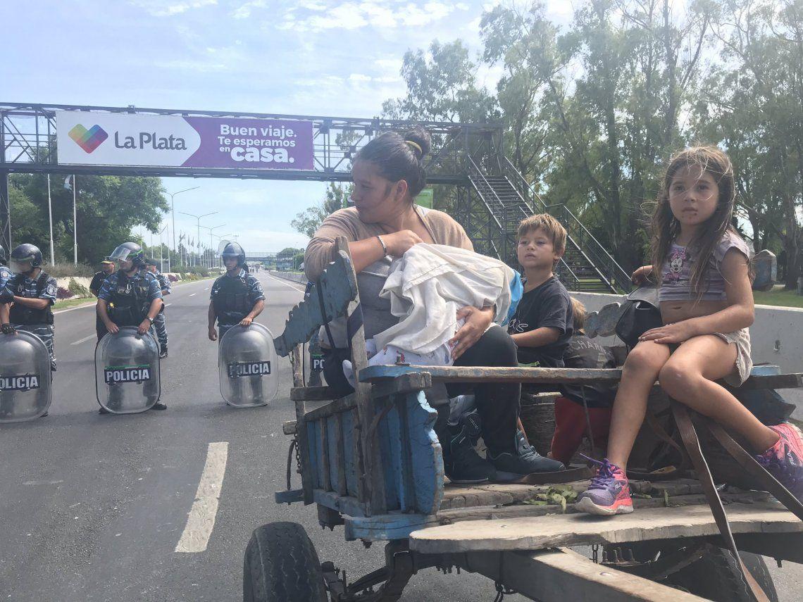 Cartoneros denuncian persecución y cortaron la autopista La Plata-Buenos Aires