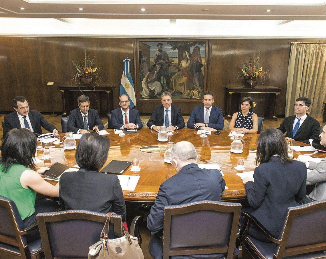 Dujovne y Sandleris con los representantes del Fondo Monetario.
