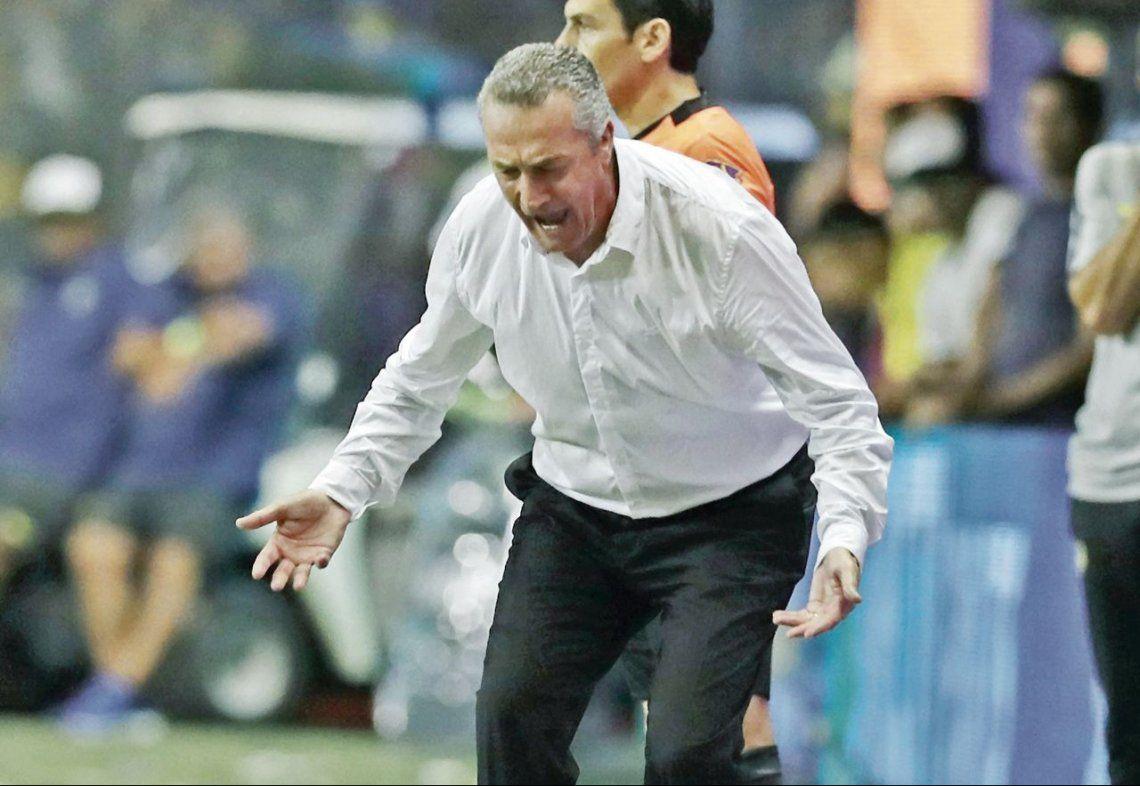 Alfaro lanza un mufa especial cuando el equipo rival está frente a su arco