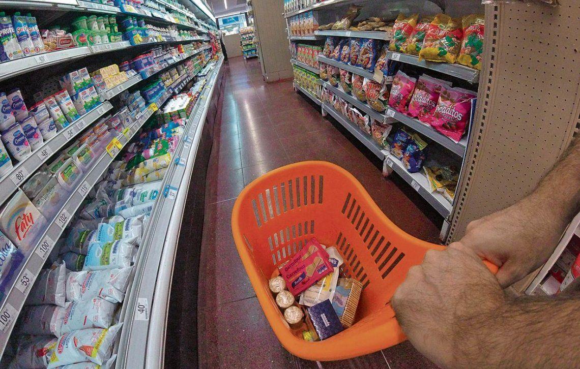 """Economistas estiman un cuatrimestre con """"alta inflación""""."""