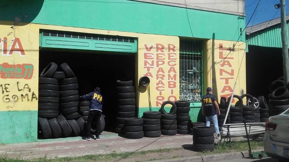 Bernal: secuestraron 7500 neumáticos y 800 llantas a robarruedas
