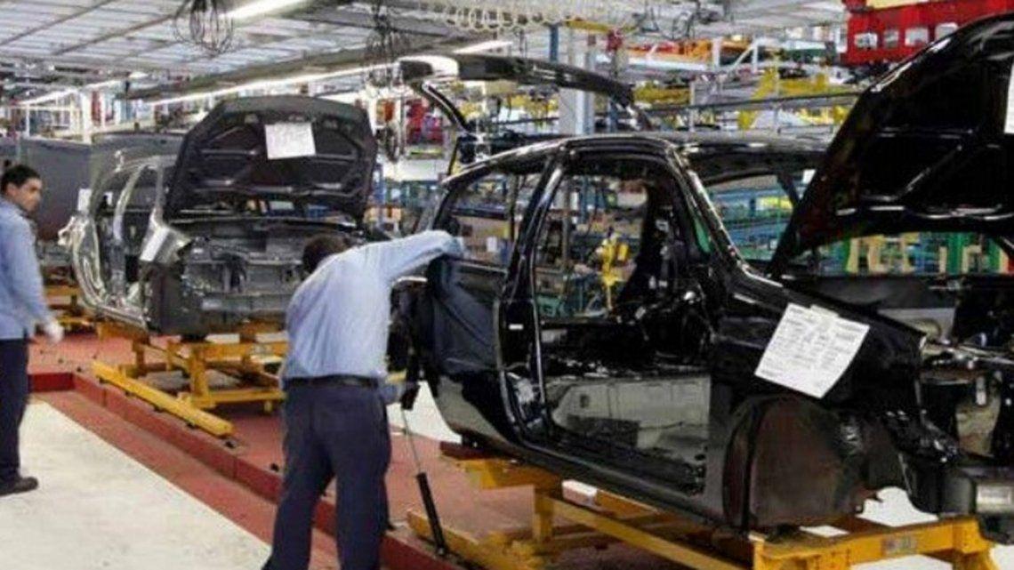 Renault suspendió a 1500 operarios y paralizó su producción