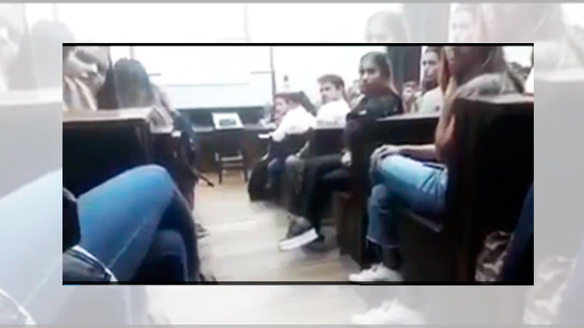 Una alumna escrachó a un docente de la UBA por acoso en plena clase