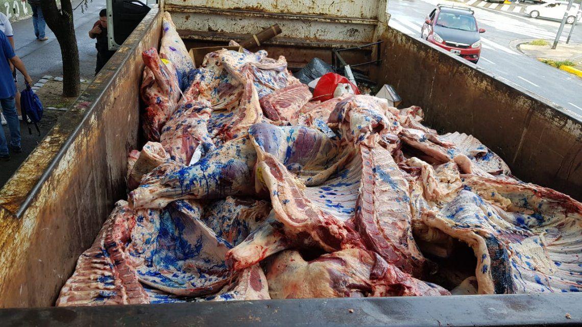 ¡Chau parrillada!: en Parque Avellaneda decomisaron 1600 kilos de carne por perder la cadena de frío