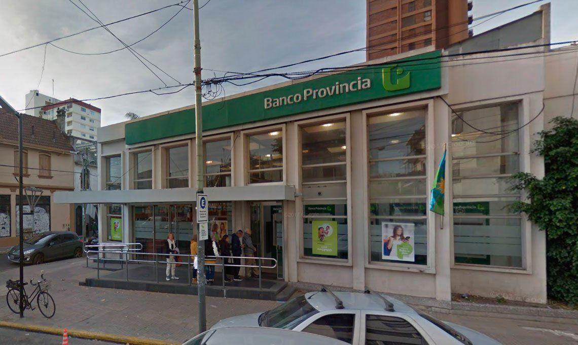 Bernal: Dos menores intentaron robar un cajero a palazos