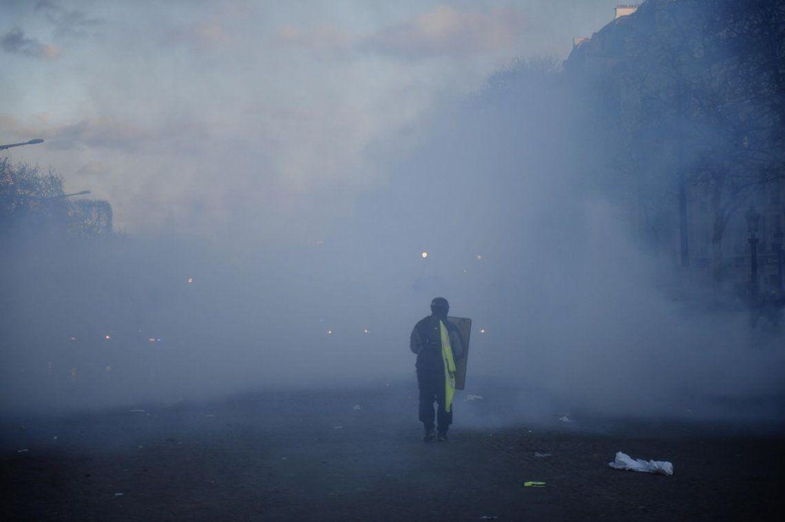 Ultimátum a Macron: enfrentamientos y saqueos en una nueva protesta de los chalecos amarillos en París