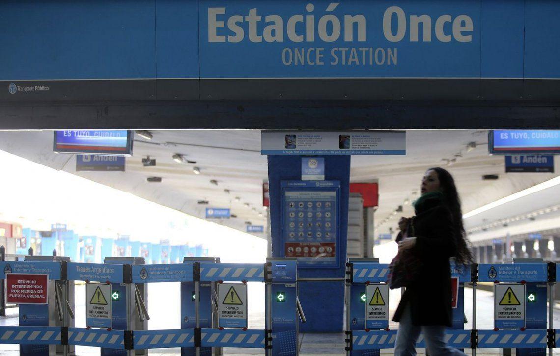 Ferrocarril Sarmiento: anunciaron paro de 24 horas para el martes