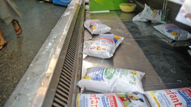 Bronca por falta de leches más baratas en las góndolas