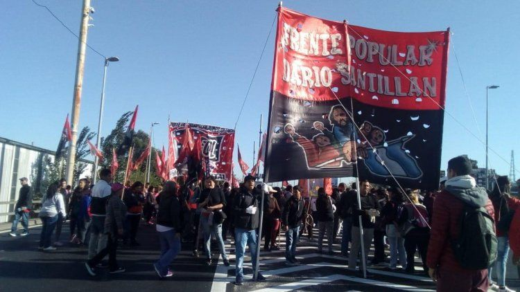 Crece la tensión en los piquetes de Puente Pueyrredón y Callao y Corrientes