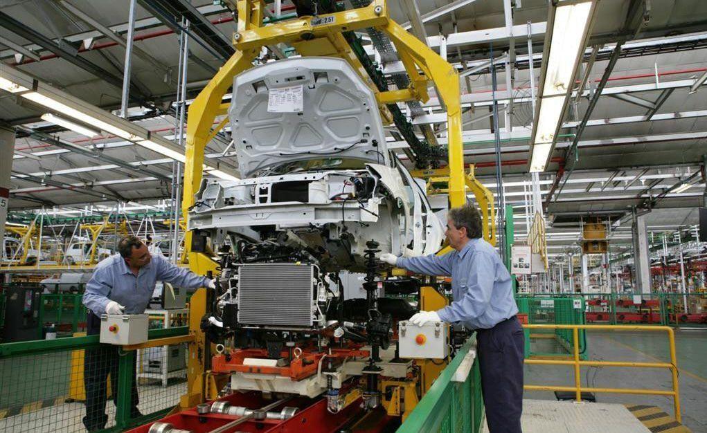 La producción deautoscayó en octubre 17,7% interanual pero se recuperó 15% frente a septiembre