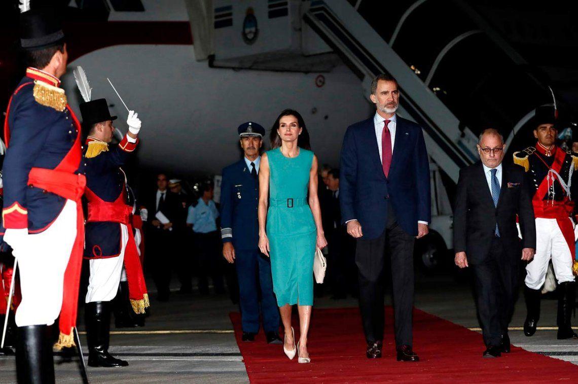 Papelón en la llegada de los reyes de España a la Argentina