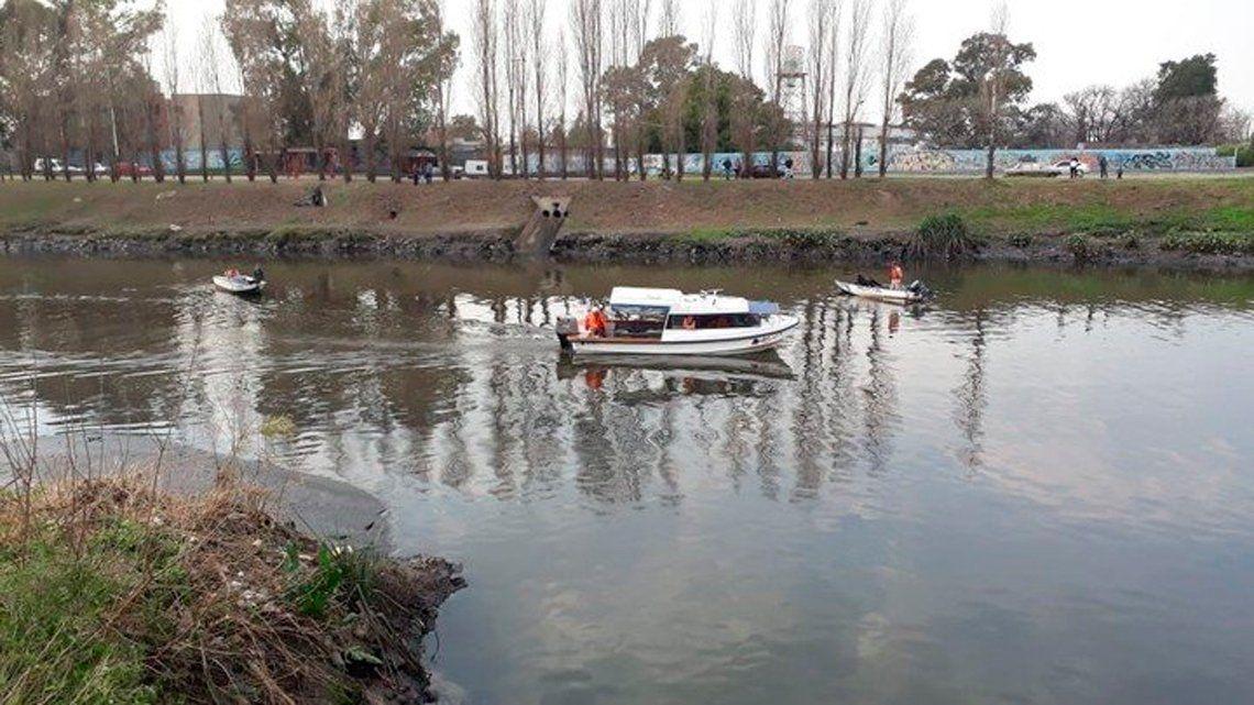 Hallaron el cuerpo de una mujer flotando en el Riachuelo