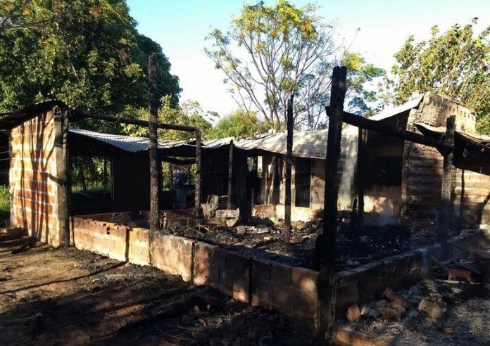 Tragedia en Corrientes: una mujer y sus cinco hijos murieron al incendiarse una casa