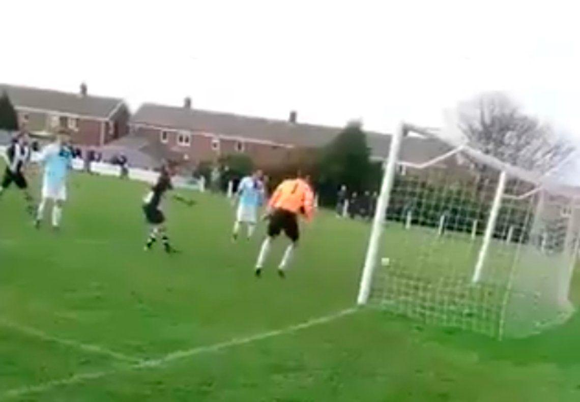 Video insólito: ¡Si definen así no le hacen un gol ni al arcoiris!