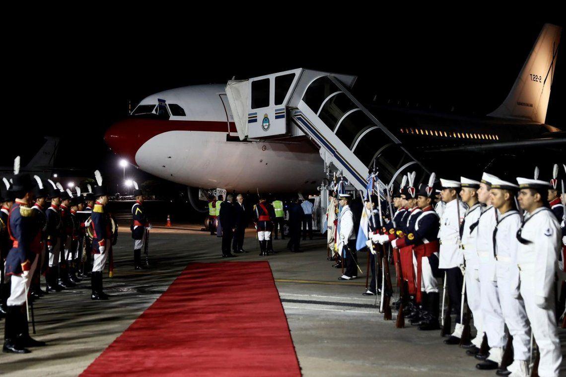 Por el papelón en el aeroparque con los Reyes de España renunció el jefe de Ceremonial de Cancillería