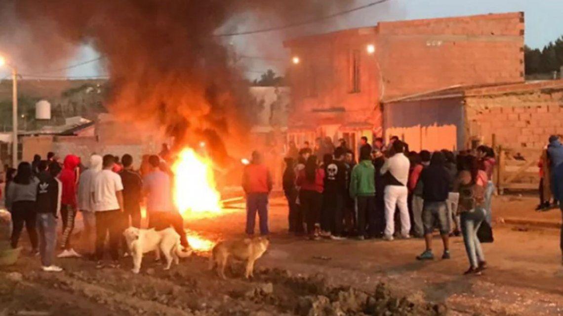 Comodoro Rivadavia: en una pueblada mataron al padre de un presunto violador