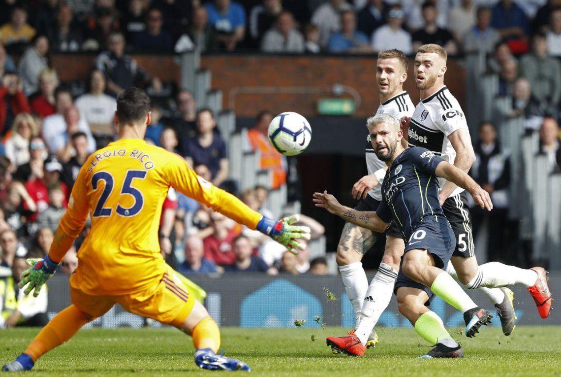 Manchester City recuperó la punta de la Premier League, con gol de Sergio Agüero incluido